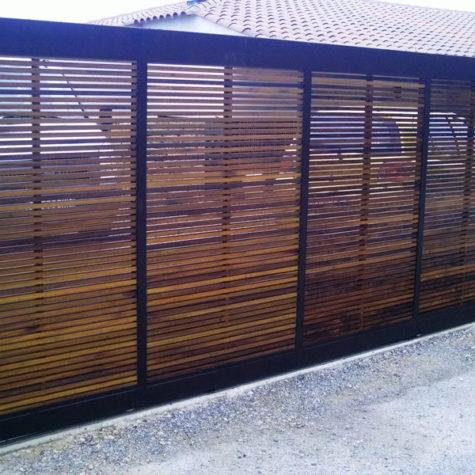 portail en fer panneaux interieur brise vue en iroko