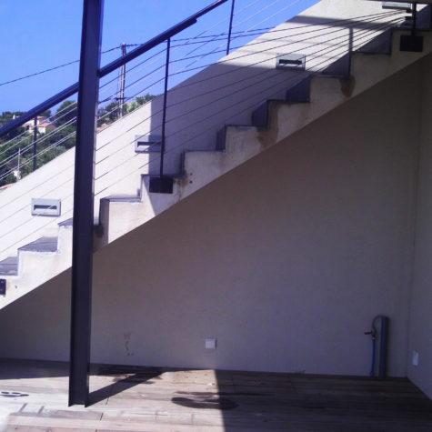 habillage sous escalier en iroko