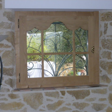 petite fenêtre dv en châtaigner