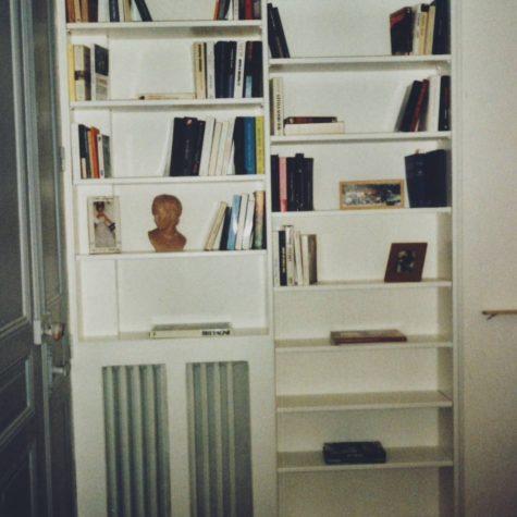 bibliothèque suite avec cache radiateur