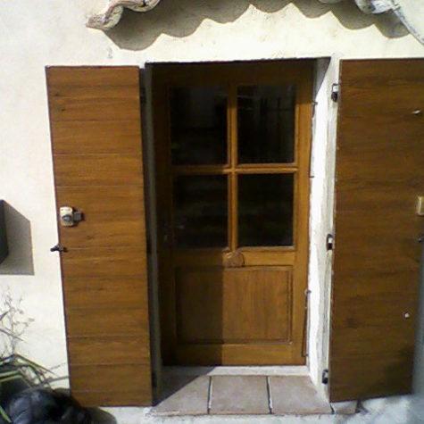 porte d entrée en frêne avec volet sapin