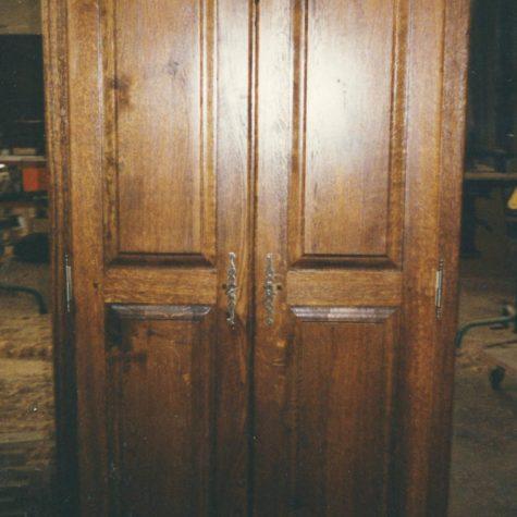 armoire chêne teinte