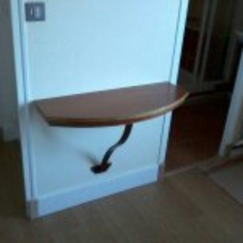 petit bureau avec pied en fer